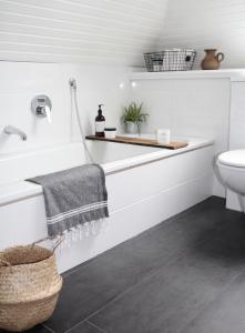 Prenova kopalnice z minimalnimi stroški poveča vrednost nepremičnine